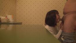 【社長の奥さん】※美人社長婦人をトイレに連れ込んでハメる!の写真。