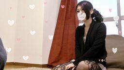 【個人撮影】限定版4 21サイ可愛い女の子の網タイツをずらして生マンコに擦り付け!【素人ナンパ】の写真。