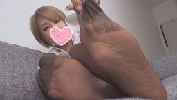 【個人撮影】第84弾 ショップ店員の普通の女の子が優しさでエッチにパンスト足を披露!【限定】