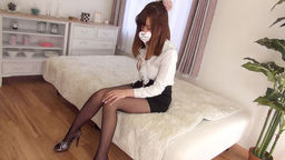 The 88th slender model Attract beautiful legs of a female college student with a body shape!